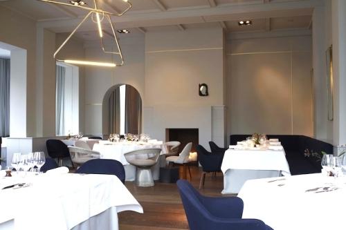 12_restaurant_le_chalet_de_la_foret_eating