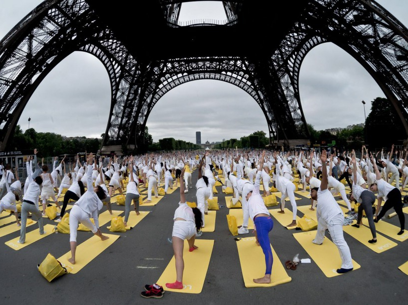 The Lole White Tower, the giant yoga class, attended by about 1,500 people, was back in Paris on the Square of the Eiffel Tower, June 21, 2015, Paris, France. Photo by Nicolas Messyasz / Sipa Press/NICOLASMESSYASZ_0035/Credit:NICOLAS MESSYASZ/SIPA/1506211131